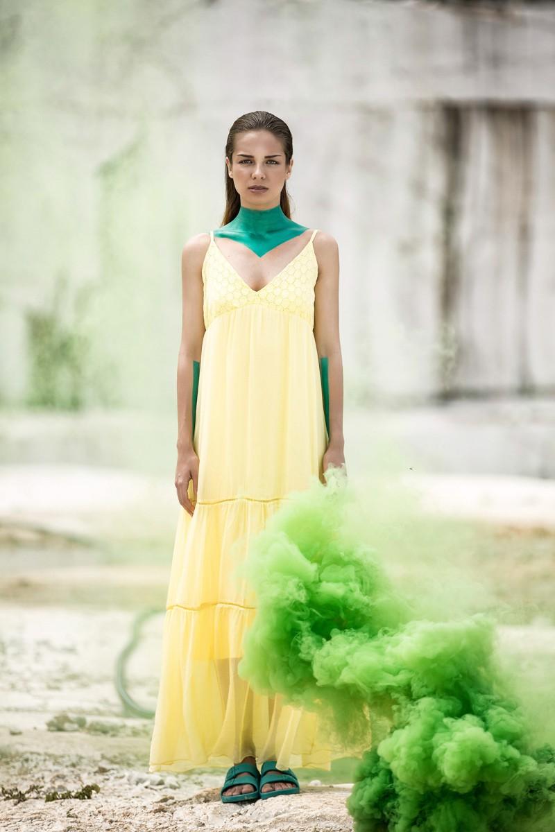 Μακρύ φόρεμα με δαντέλα