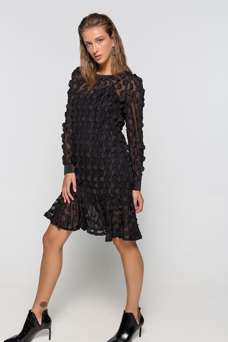 Φόρεμα με διάφανες λεπτομέριες