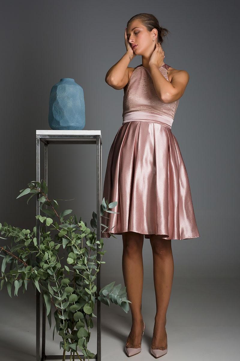 Φόρεμα με δαντέλα στο στήθος