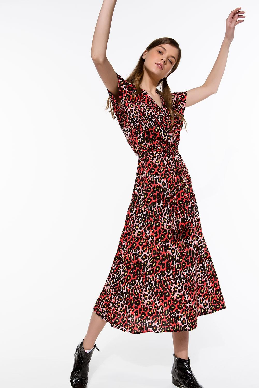 Φόρεμα μάξι με cut-out μανίκι