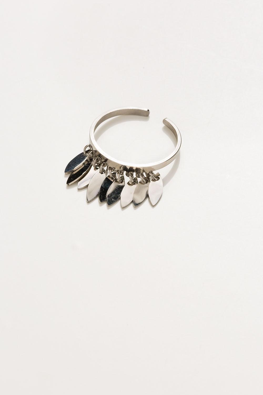 Δαχτυλίδι με κρεμαστά φύλλα