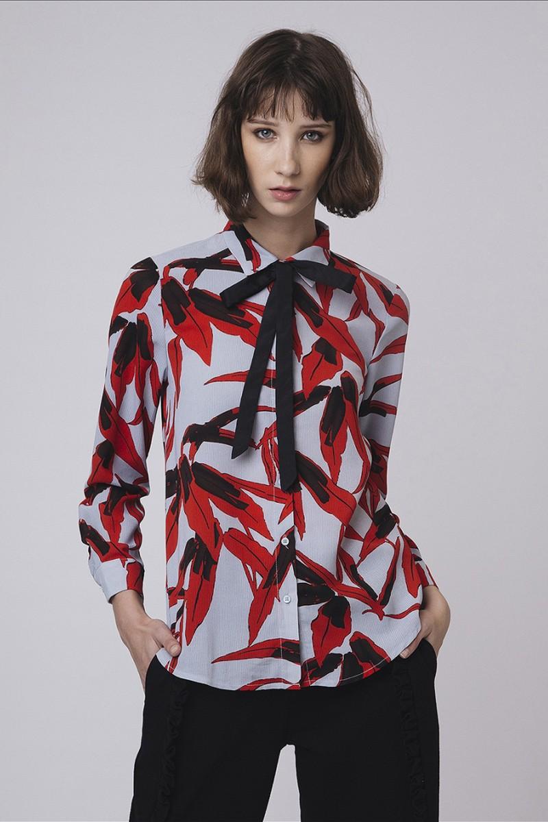 Tie neck shirt in red leaf print
